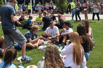 The class of 2020 takes a break during the orientation to grab some pizza.
